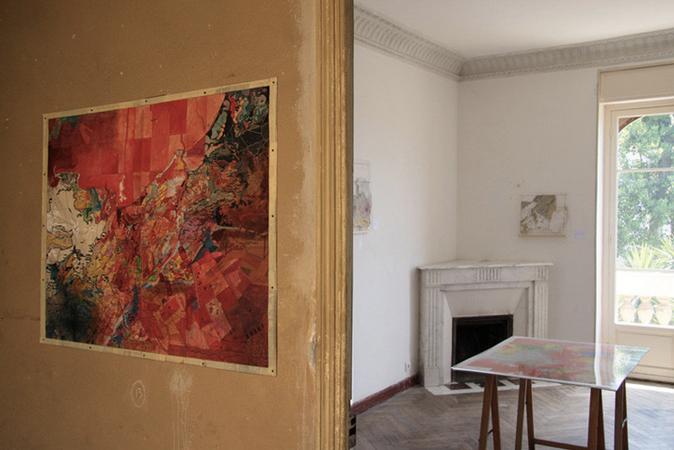 Clément Aubry, Carte rouge (Manifeste), 2006. Techniques mixtes sur carte géologique, 100 x 80 cm. © Photo : Mathieu Harel-Vivier.
