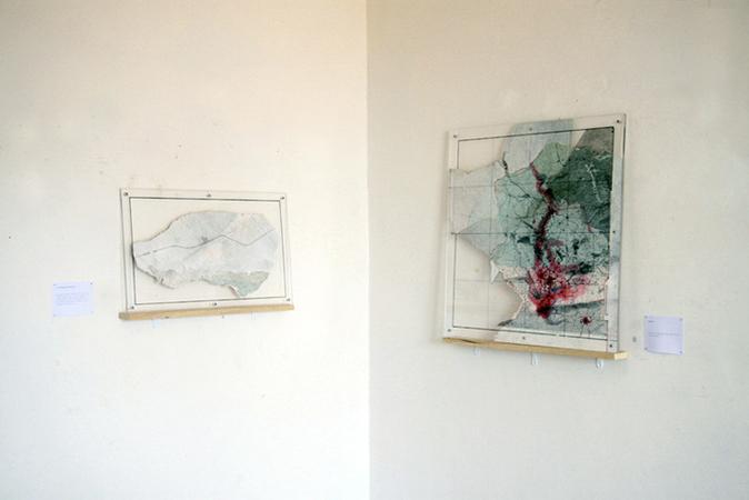 Clément Aubry, Bank SE, 2010 (œuvre de droite). Techniques mixtes sur carte marine, 64 x 60 cm. © Photo : Mathieu Harel-Vivier.
