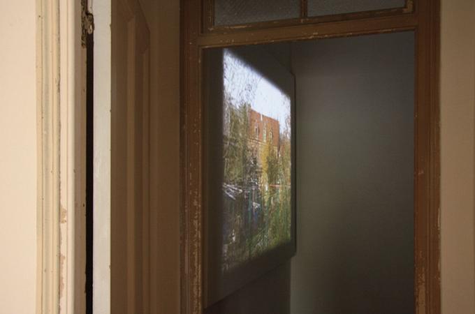 Till Roeskens, De la Base aérienne 110 à la Paix se révélant à l'humanité, 2008, DVD, 16 min. 26. <a href='http://vimeo.com/64089805' target=_blank>Voir la vidéo</a>. © Photo : Mathieu Harel-Vivier.